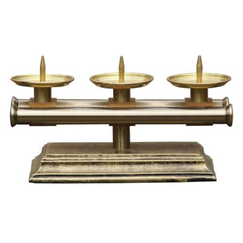 Le chandelier d'autel  pour 3 cierges