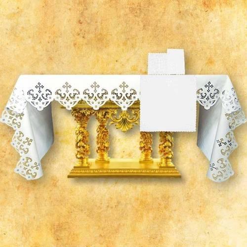 Nappe d'autel brodée aussi sur les côtés